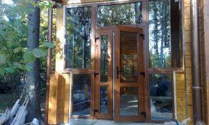 Особенности монтажа стеклянных входных дверей для загородного дома