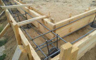 Преимущества и схема установки ленточного фундамента на сваях