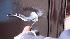 Как установить металлическую входную дверь своими руками 2
