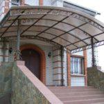 Конструкция навесов и козырьков для каркасного дома