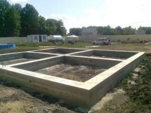 Строительства фундамента под каркасный дом: виды оснований и технология обустройства своими руками
