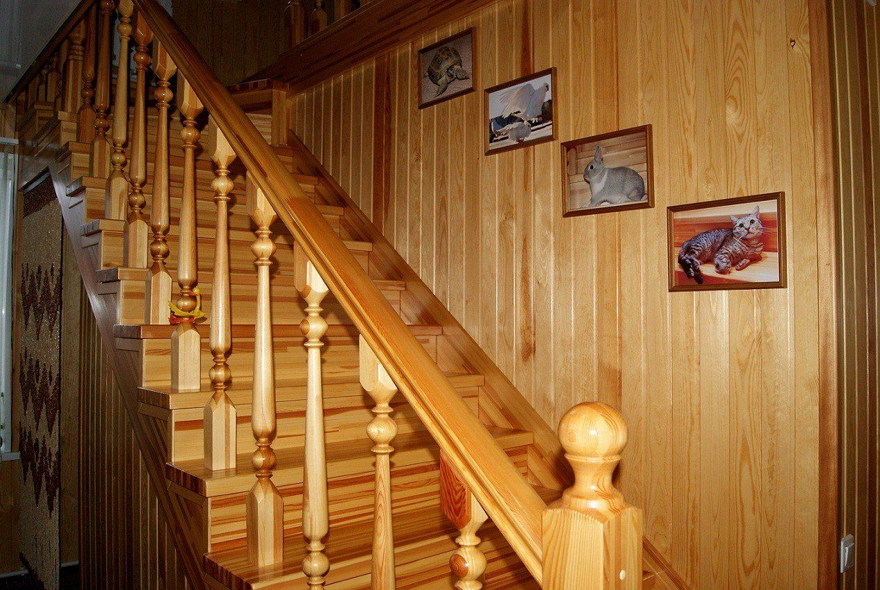 Виды, особенности и технология монтажа деревянной лестницы на второй этаж дома