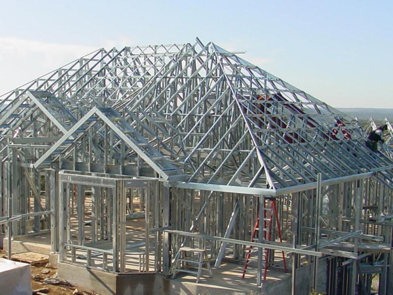 Возведение каркасного дома из металлического профиля на участке