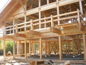 Выносной балкон требует основательных балок
