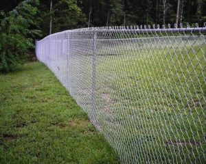 Забор из металлической сетки-рабицы: характеристики и технология монтажа 3