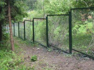 Забор из металлической сетки-рабицы: характеристики и технология монтажа 4