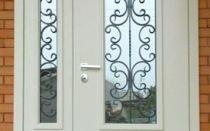 Входные двери для домов и коттеджей со стеклопакетом
